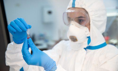 Rețeaua de sănătate REGINA MARIA testează gratuit elevii și cadrele didactice cu teste antigen pentru screening COVID-19