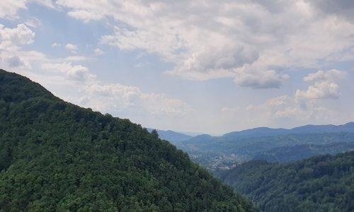 """Lecție de geografie, transmisă live din Parcul Natural Bucegi, de la 1650 m altitudine – proiectul """"Educație la înălțime"""" VIDEO"""